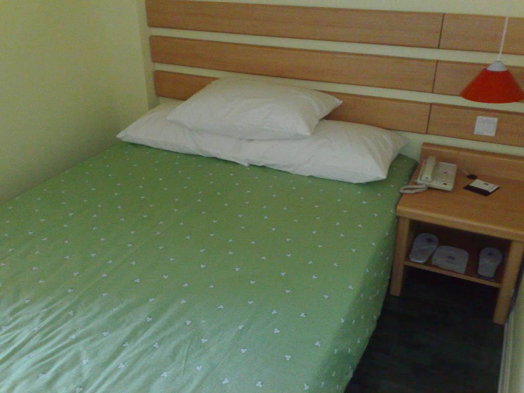 号楼(近北京动物园), 2个点评和1张照片--房间小到肉痛,隔音差到头痛