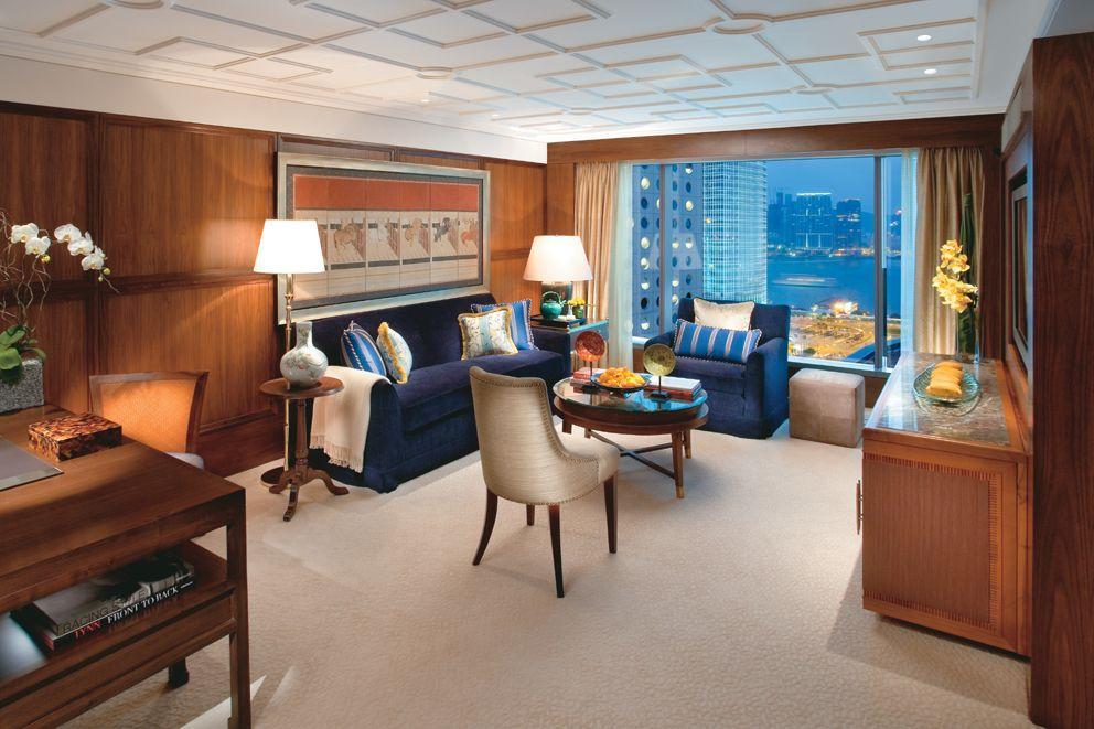 酒店擁有共297間豪華客房及別墅
