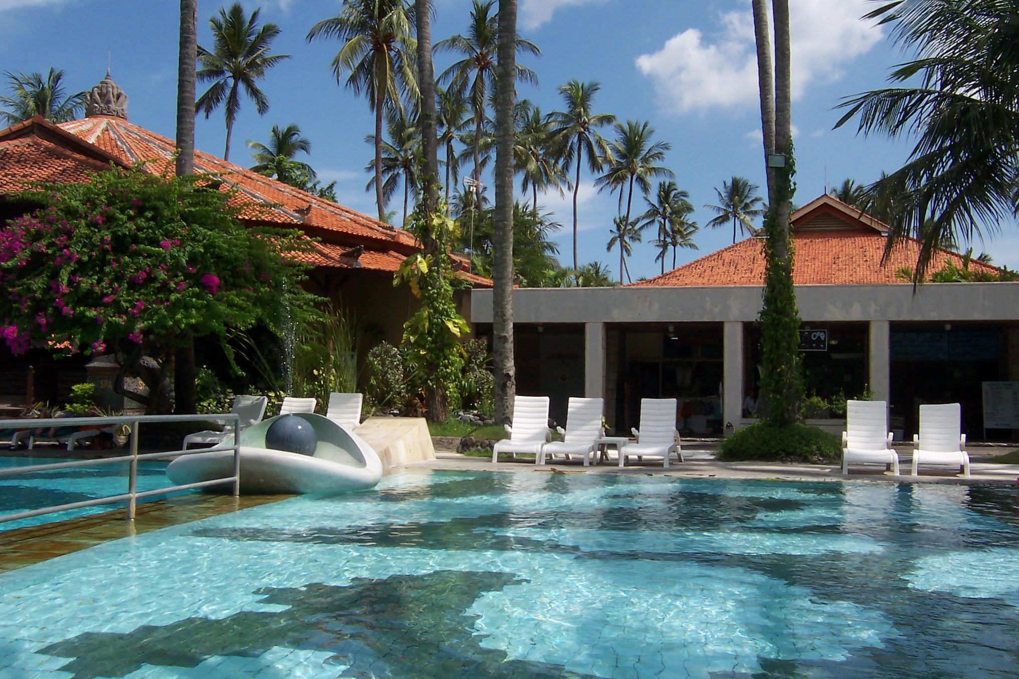 旅行心情记录:巴厘岛度假酒店的泳池